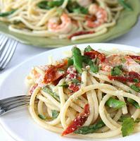 Shrimp, Sun-Dried Tomatoes & Asparagus Bucatini Recipe in White Wine & Garlic Sauce