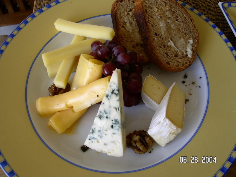 how to eat blue brie cheese