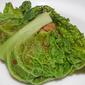 Fagottini di verza con ripieno piccante di castagne e funghi al vino rosso