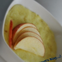 Apple-Saffron-Semolina Porridge for kids..;)
