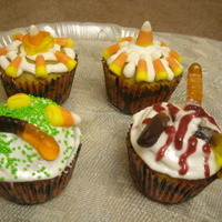 Halloween special : Pumpkin Pecan Cupcakes with Cream Cheese frosting!