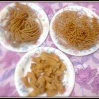 Sev And Papri (Fried Gram-flour Noodles And Crispy Thin Strips)