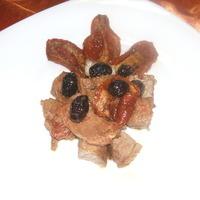 Bocconcini di vitello con pomodori secchi e olive nere