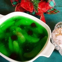 Lime Gelatin with Pears and Cherries