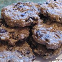 Raw Oatmeal Raisin Cookies