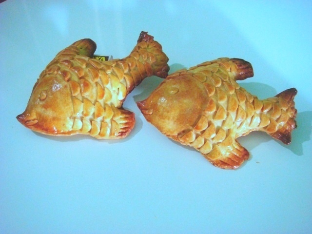 Homemade fish shaped appetizer recipe by stella cookeatshare for Homemade fish food