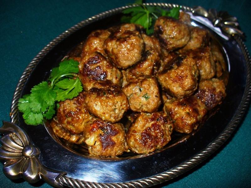 Italian Meatballs Recipe by Lynne - CookEatShare
