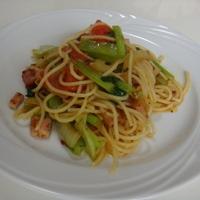 スパゲティー:ブロックベーコン、玉ねぎ、トマト、小松菜(1人前)