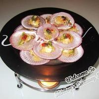 Lovely Steamed Open-shell Scallops