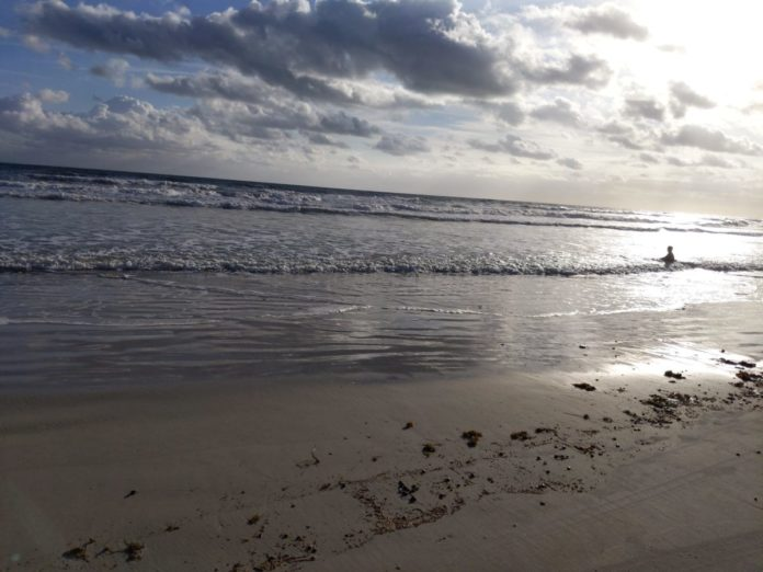 25 different ways to save money when vacationing in Daytona Beach Florida