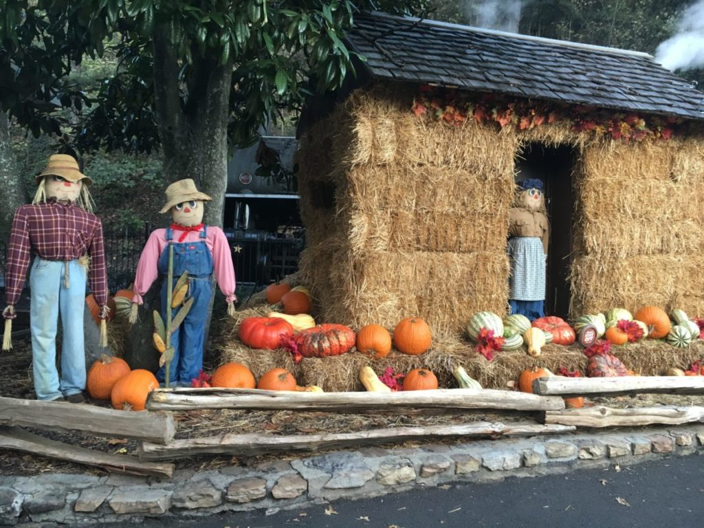 Learn about the autumn-themed, Halloween-themed fall festival at Dollywood theme park