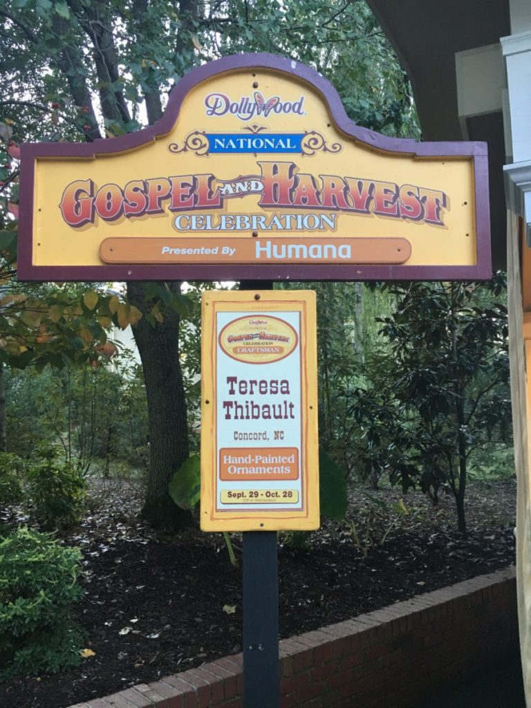 Buy unique crafts from artisans around the USA at Dollywood's fall festival in Pigeon Forge Tennessee