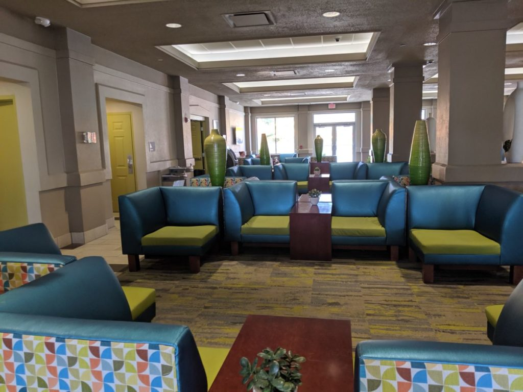 Cedar Point Express Hotel has beautiful green and blue decor