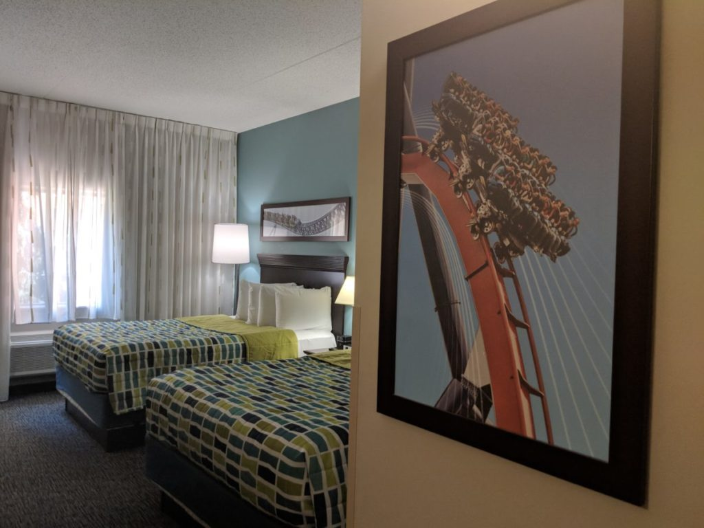See the color scheme & decor of the guest rooms at Cedar Point Express Hotel