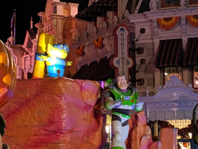 A brand new Halloween parade has come to Walt Disney World Resort in Orlando, Florida featuring Incredibles & Toy Story characters