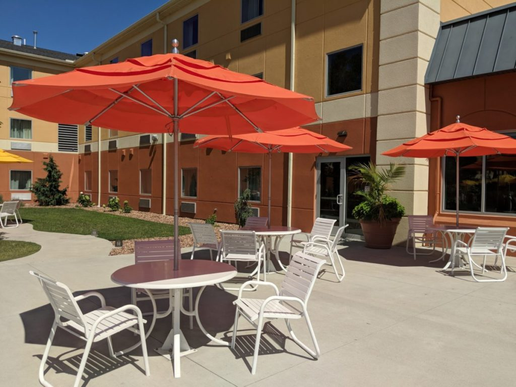 Cedar Point Express Hotel in Sandusky Ohio has tables outdoors where you can eat