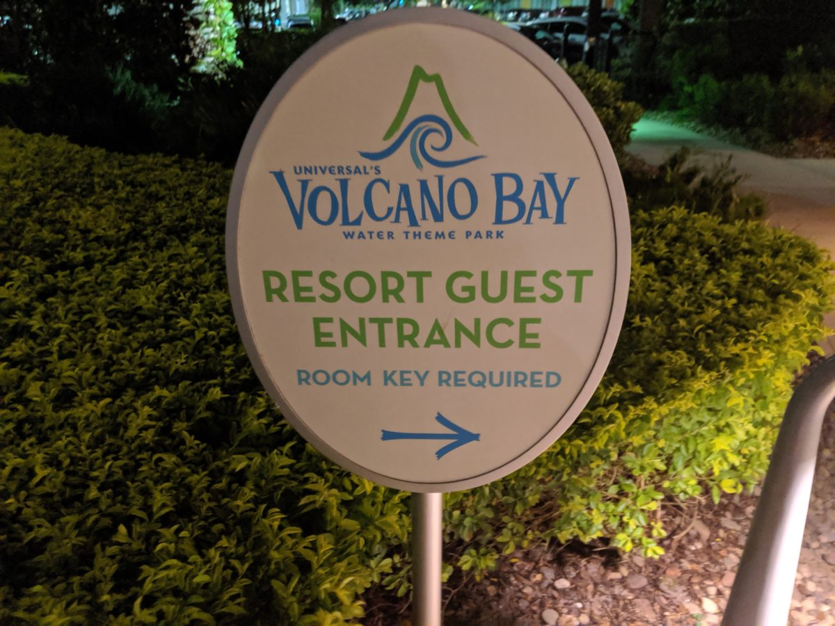 Its proximity to Volcano Bay is part of the advantage of Cabana Bay over Endless Summer Resort Surfside Inn & Suites
