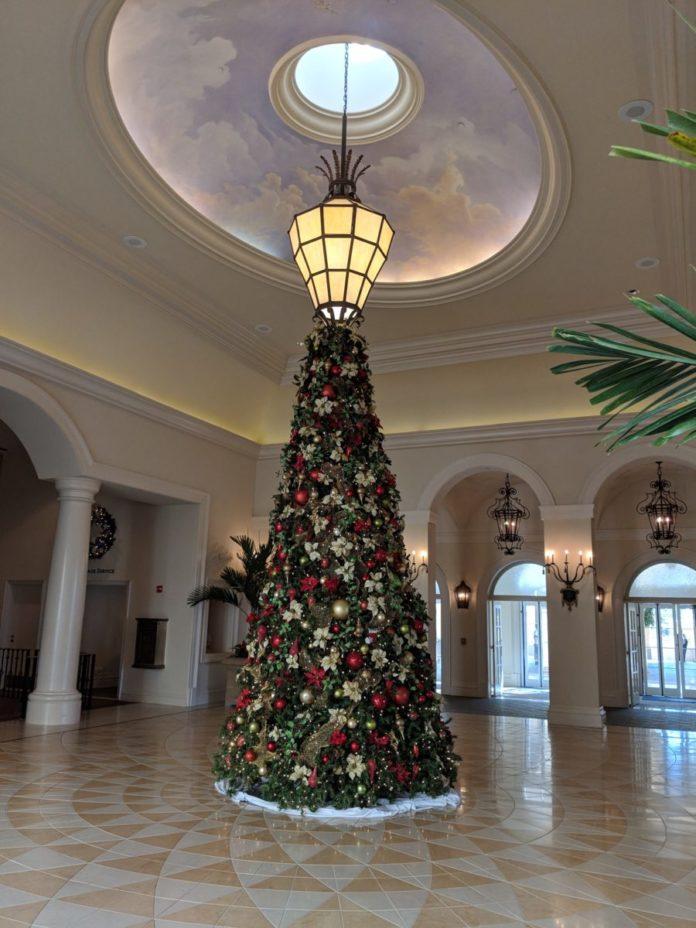Guide to Loews Portofino Bay Hotel at Universal Orlando R$esort at Christmas time
