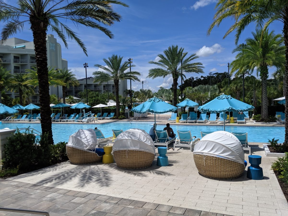 A picture of the pool & relaxing chairs at Hilton Orlando Buena Vista Palace Disney Springs area