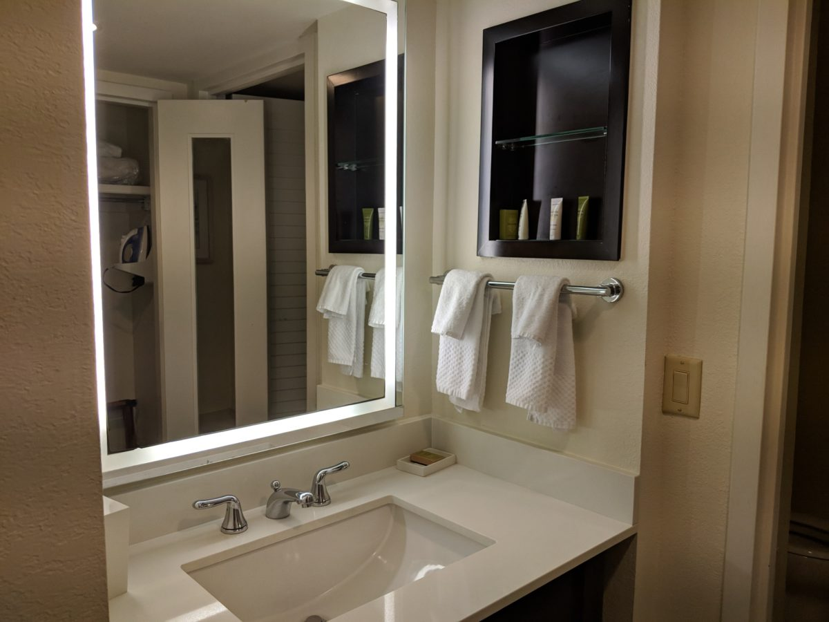A picture of the bathrooms at the guest rooms at Hilton Orlando Buena Vista Palace in Orlando, Florida