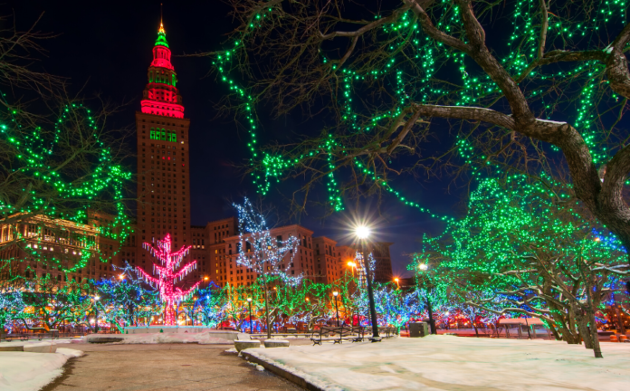 See the holiday lights & iconic landmarks of the holidays in Cleveland in this tour