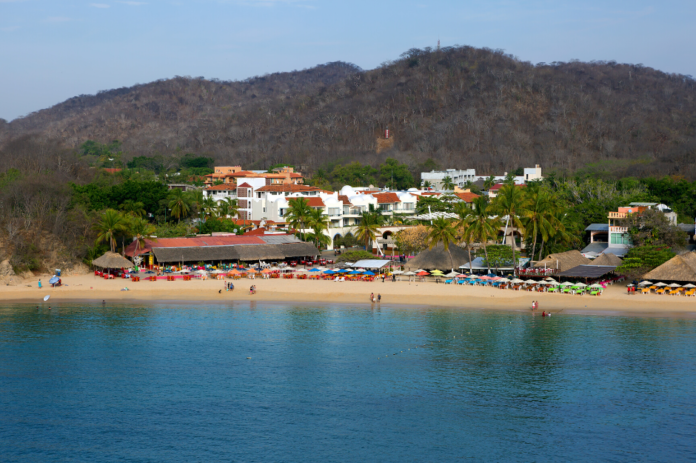 How to book a cheap hotel stay in Huatulco, Mexico