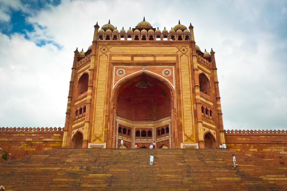 A picture of the largest gate in the world at Fatehpur Sikri in Northern India