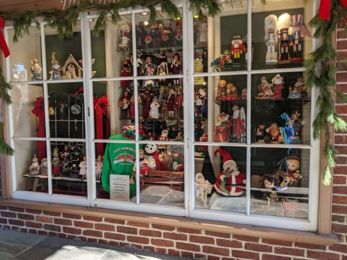 Learn about the great window shopping during the holiday season in Williamsburg, Virginia