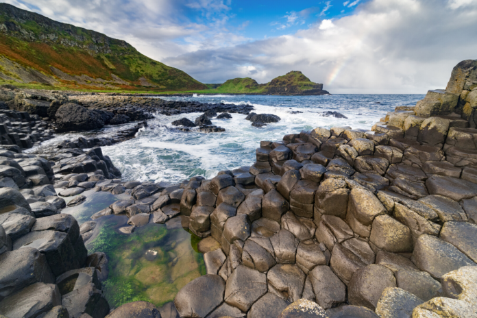 See Giant's Causeway & enjoy hop on hop off bus tour in Belfast at a discounted rate