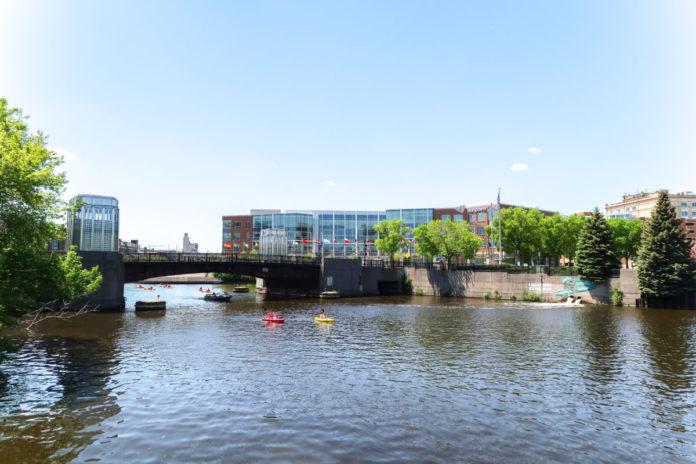 Milwaukee Wisconsin boat rental discount price