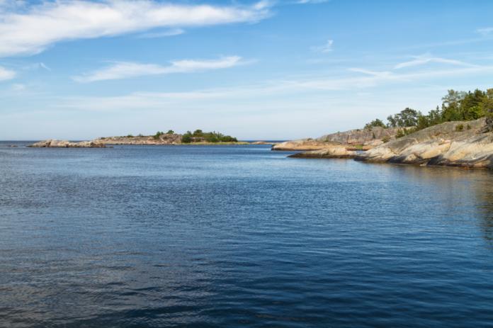 Adventure travel tips how to kayak through the Stockholm, Sweden archipelago