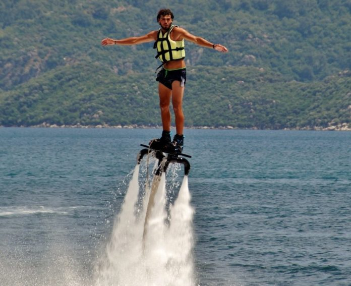 Save money on flyboarding in the Hood River or Cascade Locks, Oregon
