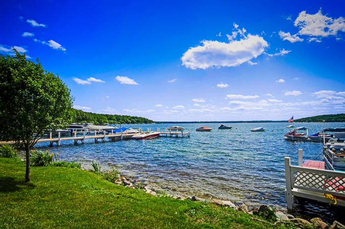 Travel guide for Lake Geneva & information on how to find discounted hotel rates