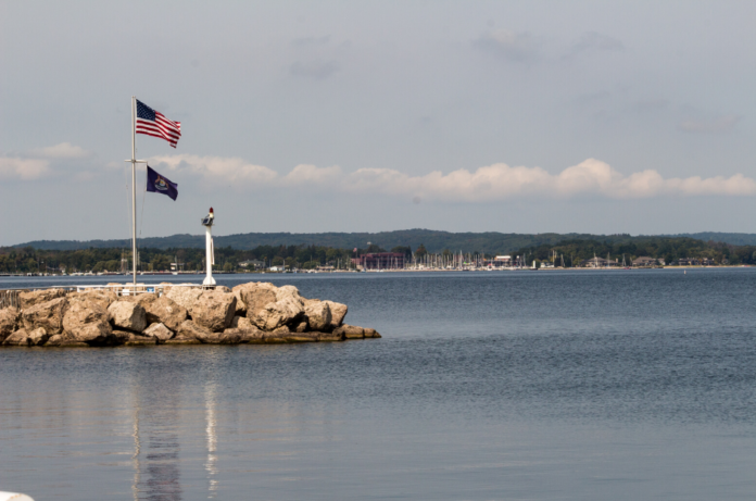 Travel guide for Traverse City, MI. Find out how to get cheap hotel rates there