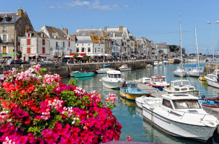 Travel guide for Le Croisic, France, a great holiday destination for beaches & fishing