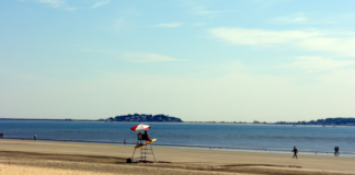 A picture of Revere Beach near Boston, Massachusetts. Find out how to save money on hotels there