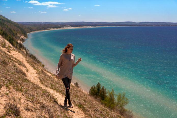 Travel guide for Sleeping Bear Dunes National Lakeshoreon Lake Michigan's northeast coast