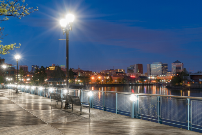 Travel guide for Wilmington, Delaware learn of history, activities & how to save money on hotels