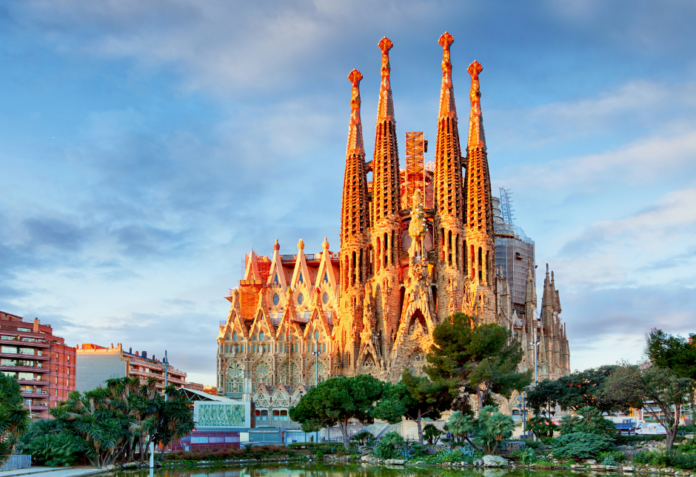How to get free admission & discounts to top attractions & museums in Barcelona, Spain