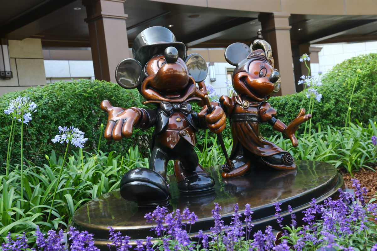Shanghai Disneyland Hotel has subtle and not so subtle Disney hints throughout the hotel