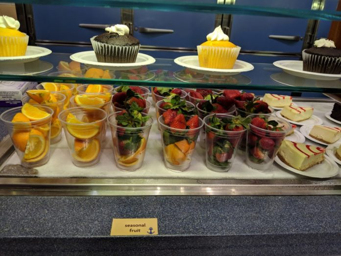 How to get free all day dining at SeaWorld theme park in orlando, Florida