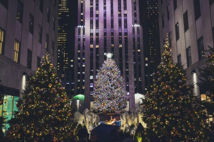 Private Holiday Lights Limo Tour of NYC Discounted Ticket