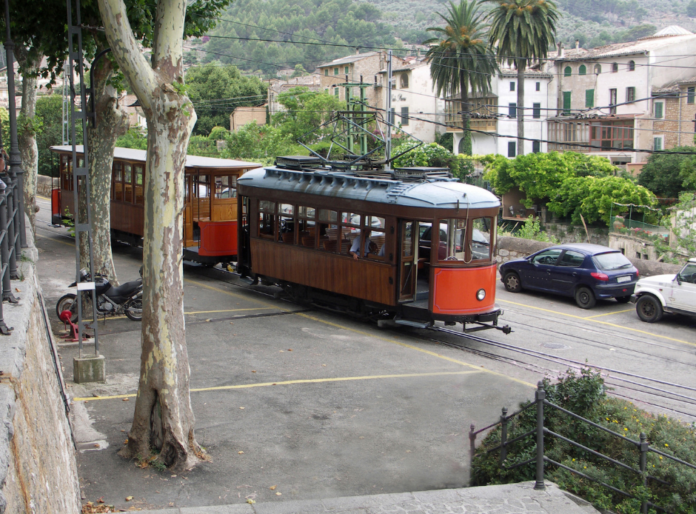 Discount price for Moller train & boat tour includes Soller tram