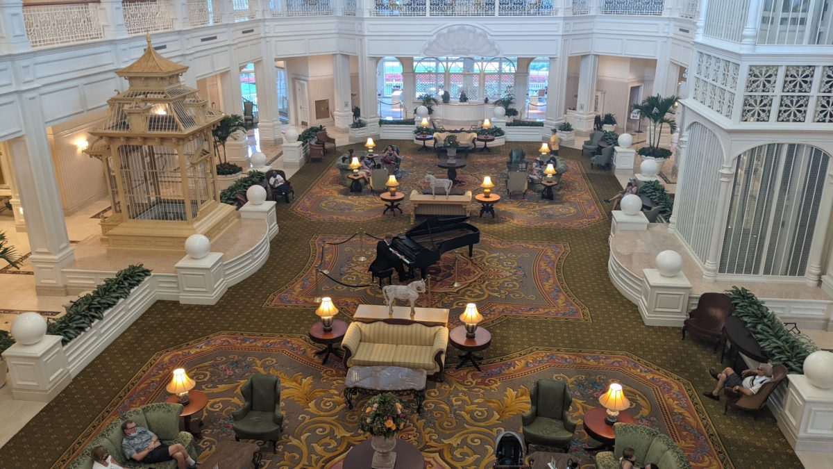 The live pianist at Grand Floridian at Walt Disney World adds to the luxury feel