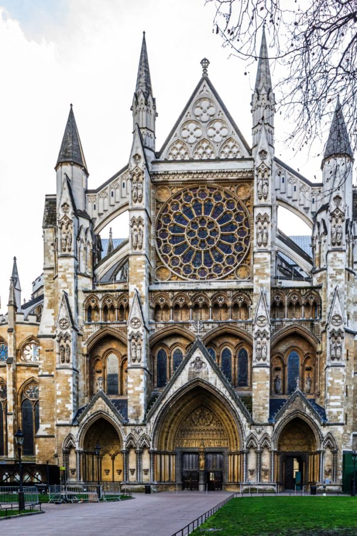 See top London attractions (Tower of London, Westminster Abbey, Wembley & Chelsea stadium tours, Royal Albert Hall, etc) at a discounted price with London Explorer Pass