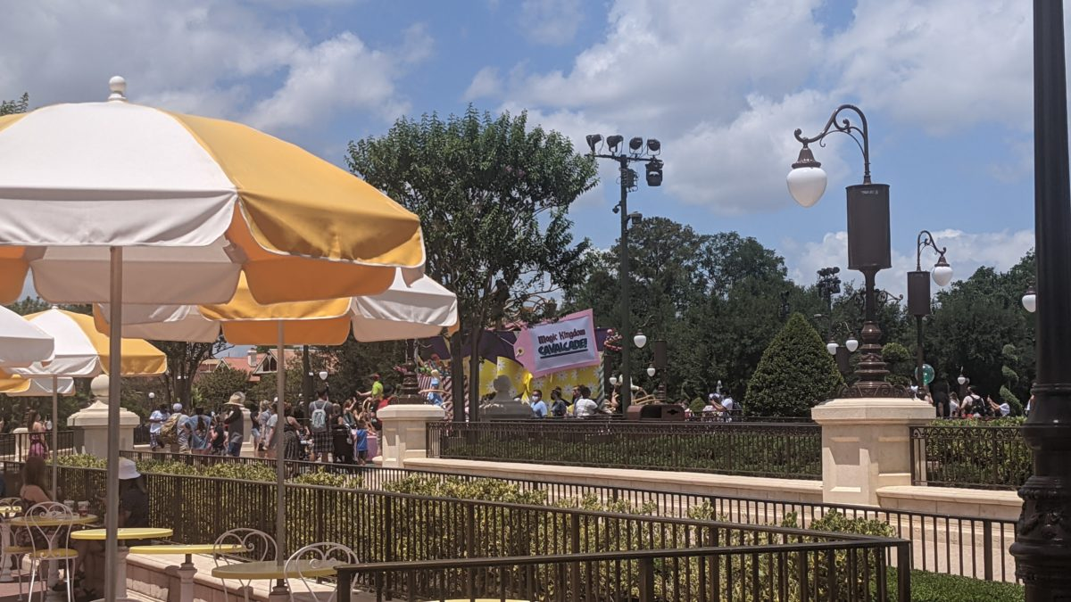 See Disney characters at Magic Kingdom while you eat lunch by eating at Tomorrowland Terrace