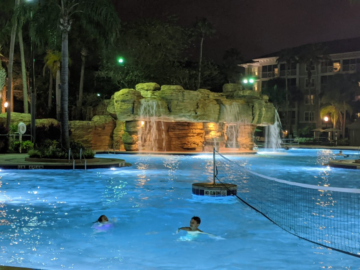A picture of people playing in the pool at Sheraton Vistana hotel in Orlando, Florida