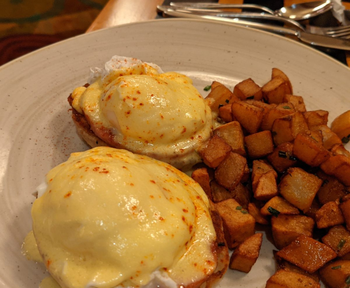 Walt Disney World Resort breakfast review: read about the eggs benedict & more at Waves of American Flavor