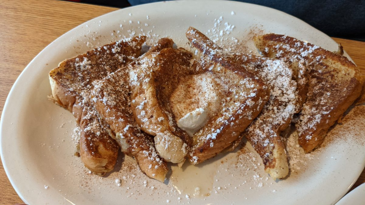Smokey Griddle in Williamsburg, Virginia serves delicious breakfast & brunch items like this French Toast