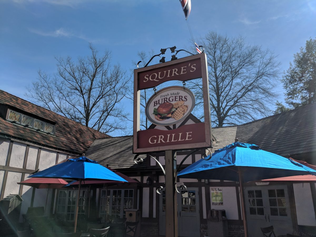 Review of Squire's Grille a fast service outdoor restaurant at Busch Gardens theme park in Williamsburg, Virginia